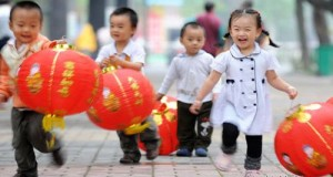 happy-children-with-red-lanterns